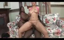 Joei Deluxx and Mz. Booty share a BBC