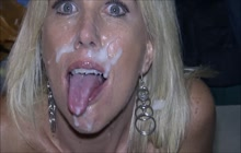Blonde MILF loves a good facial