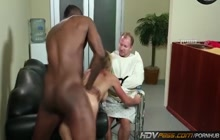 Cuckold MILF Shayla Laveaux fucks with black guy