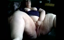 Dirty BBW fingering her cunt