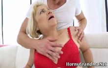 Horny old gilf gets pussy fingered