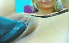 Blonde hoe toying her cunt