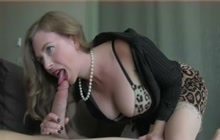 Oral fun with a hot MILF
